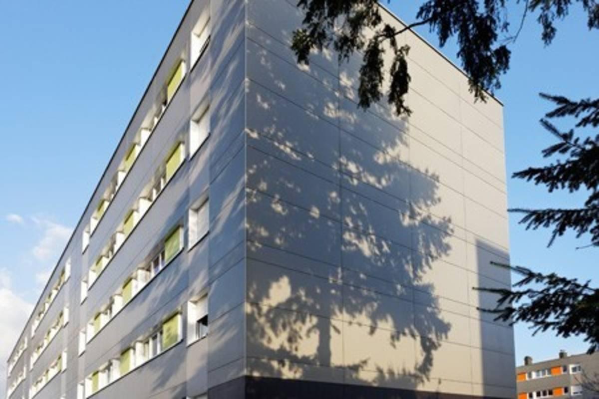 Panneau de façade en fibre ciment HARDIEPANEL (3050x1220x8) cedar