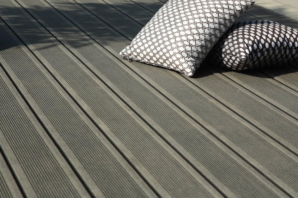 lame de terrasse en bois composite elegance lisse. Black Bedroom Furniture Sets. Home Design Ideas